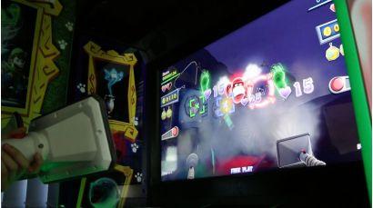 Luigi's Mansion Arcade - Fighting ghosts