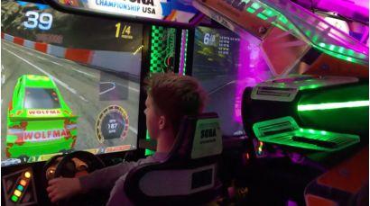 Daytona Championship USA SDLX - Player racing and enjoying the motion platform