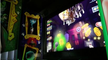 Luigi's Mansion Arcade - Collecting coins from ghosts