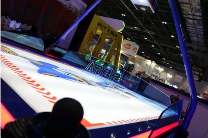 Sonic Sports Air Hockey - An arty shot of the bright lighting