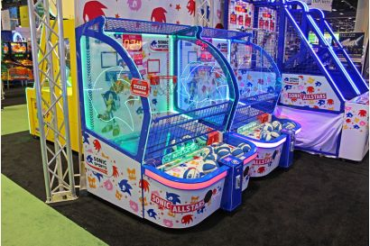 Sonic Sports Kids Basketball - How the cabinet lights up and stands out in an arcade environment