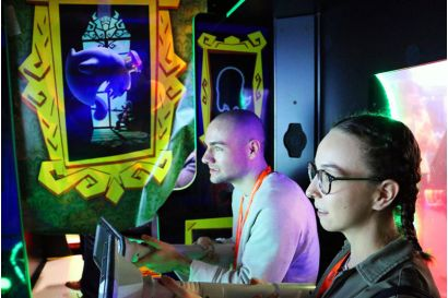 Luigi's Mansion Arcade - 2 Players concentrating