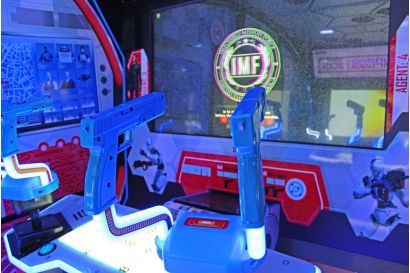 Mission: Impossible Arcade - Closeup of the gun controllers