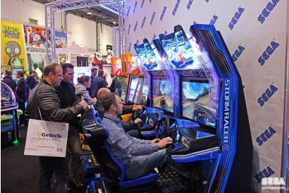 Storm Racer STD - 2 Players racing each other with a small audience