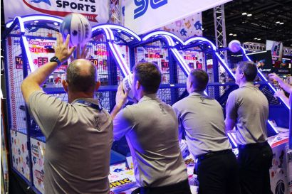 Sonic Sports Basketball - 4 Sega Employees challenging each other