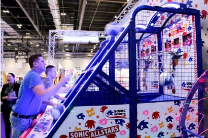 Sonic Sports Basketball - Player focusing on scoring points
