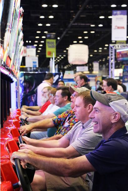 Daytona Championship USA DLX - Players having fun
